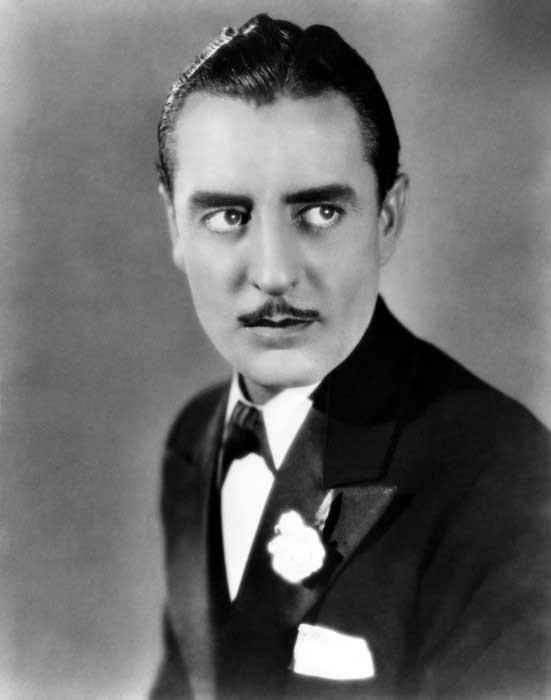 Frisuren Der 1920er Jahre Fur Manner Noble Schnitte Mit Einem Hut