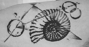 40 Ammoniten Tattoo Designs für Männer - Fossil Ink Ideas