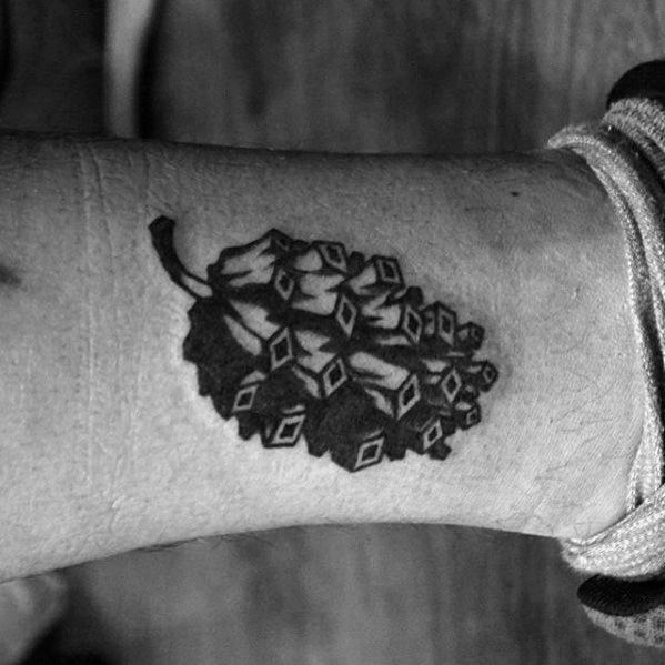 60 Kiefer Kegel Tattoo Designs für Männer - Evergreen Ink Ideen