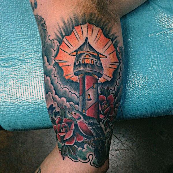 40 traditionelle Leuchtturm Tattoo Designs für Männer - Old School-Ideen