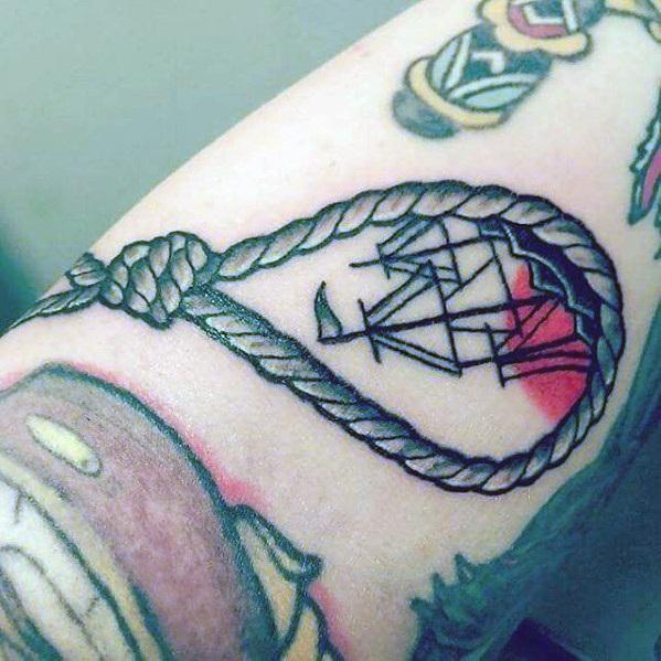 40 sinkende Schiff Tattoo Designs für Männer - Shipwreck Ink Ideas