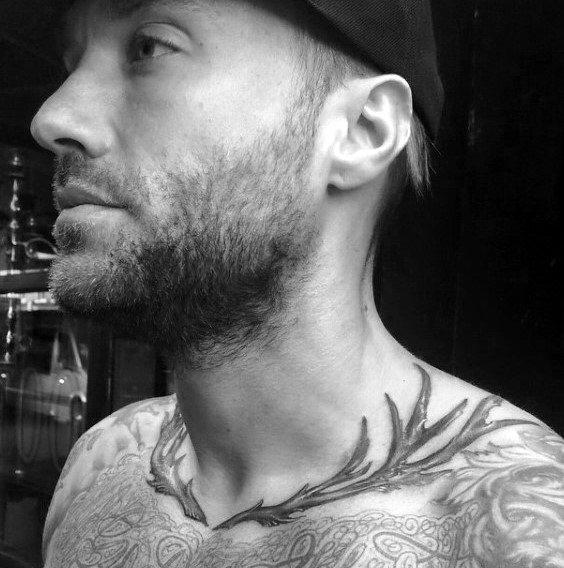 50 Collar Bone Tattoos für Männer - Schlüsselbein Design-Ideen