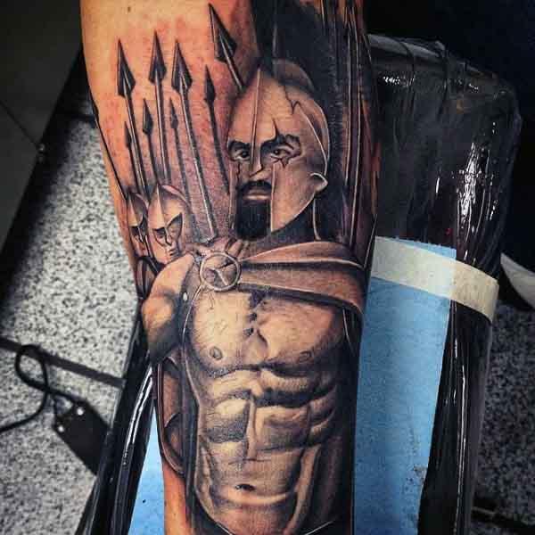 50 Spartan Tattoo Designs für Männer - männliche Krieger Ideen