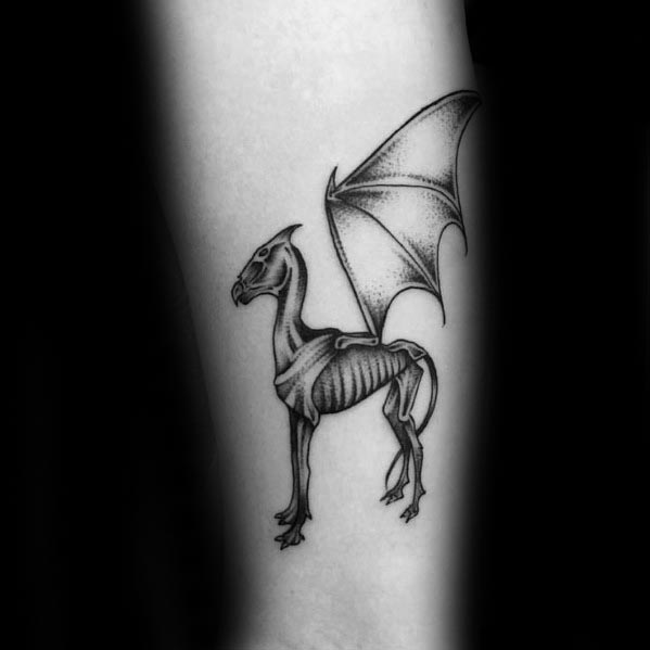 30 Thestral Tattoo Designs für Männer - Harry Potter Tinte Ideen