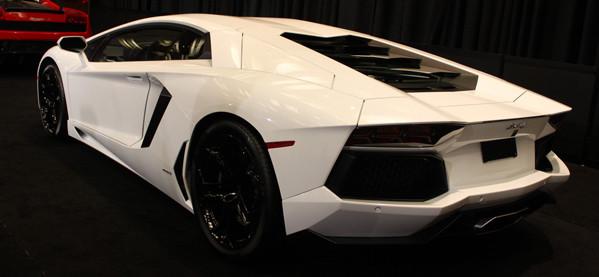 Der neue 2012 Lamborghini Aventador LP 700-4 Super Car