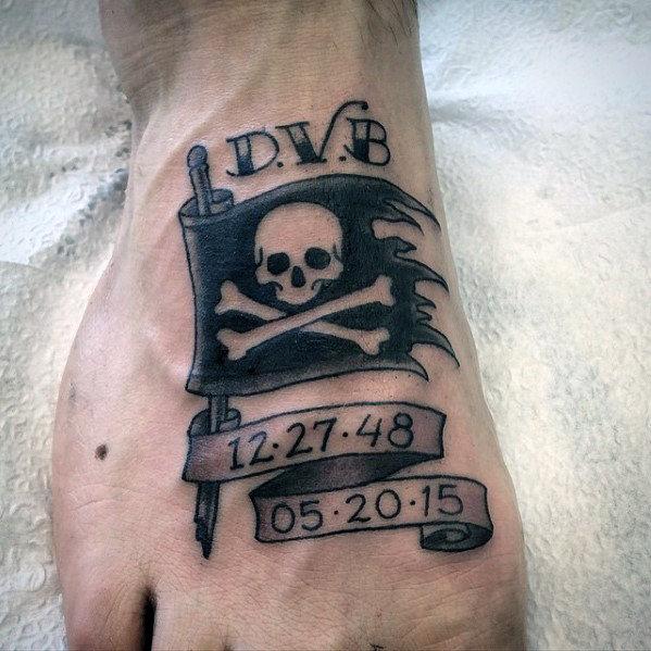 40 Piraten Flagge Tattoo-Designs für Männer - Jolly Roger Ink Ideen