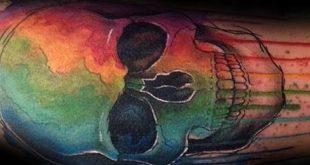 40 Aquarell Skull Tattoo Designs für Männer - bunte Tinte Ideen