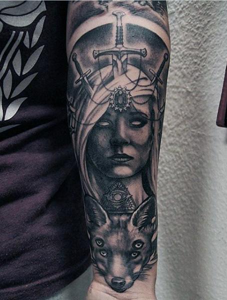 50 Schwert Tattoos für Männer - ein scharfer Sinn für Suave Raffinesse
