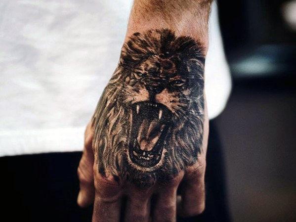 40 Löwen Hand Tattoo Designs für Männer - Noble Ink Ideen
