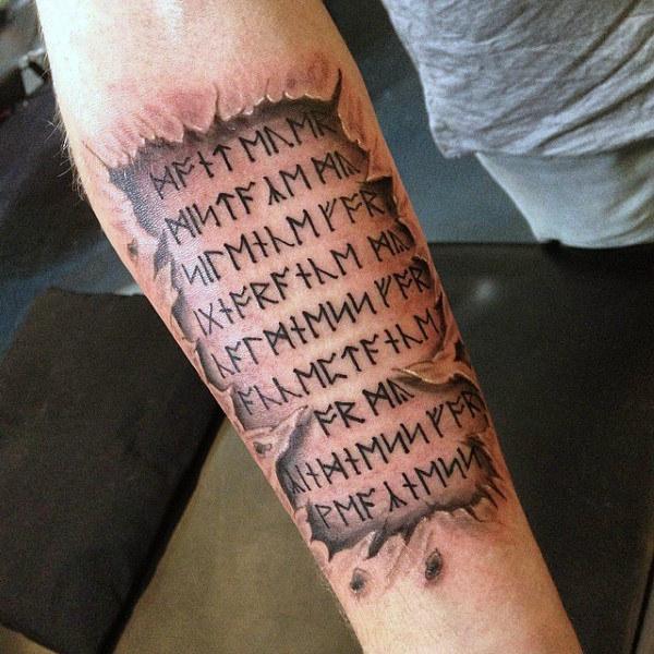 unterarm tattoo mann schrift