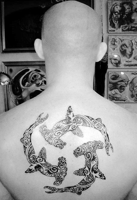 50 Upper Back Tattoos für Männer - Masculine Ink Design-Ideen
