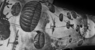 30 Fallschirm Tattoo Designs für Männer - Sky Diving Ink Ideen
