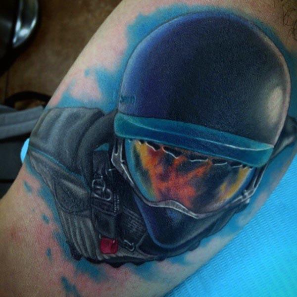 90 Bizeps Tattoos für Männer - Masculine Muscle Design-Ideen