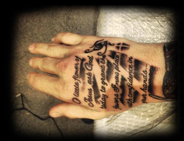 50 Bibel Vers Tattoos für Männer - Schrift Design-Ideen