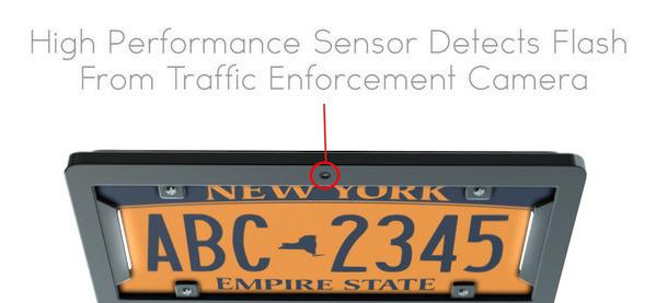 Der No Photo Digital Smart Nummernschild-Rahmen verspricht keine Kamera-Tickets