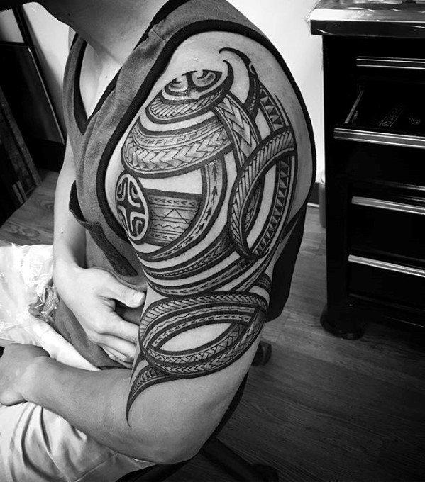 50 polynesischen Arm Tattoo-Designs für Männer - Manly Tribal Ideen