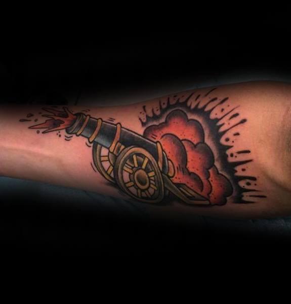 40 Cannon Tattoo Designs für Männer - Explosive Ink Ideen