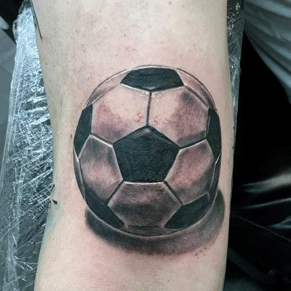 90 Fussball Tattoos Fur Manner Sporting Ink Design Ideen