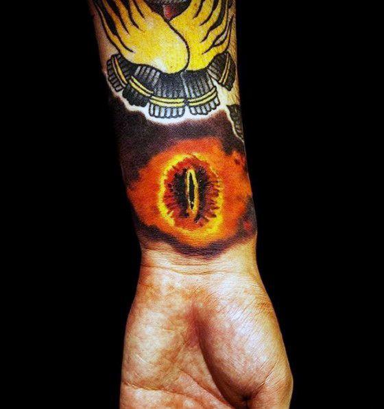 30 Auge von Sauron Tattoo-Designs für Männer - Herr der Ringe Ideen