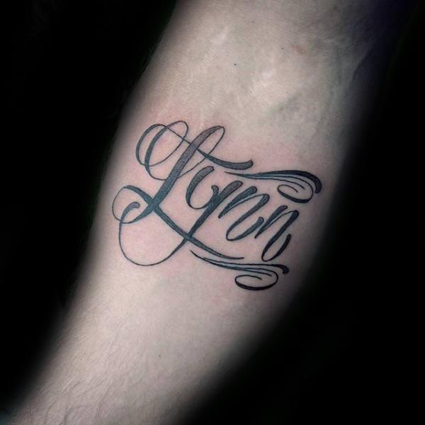 60 Namen Tattoos für Männer - Schriftzug Design-Ideen
