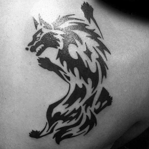 50 Tribal Wolf Tattoo Designs für Männer - Hunde-Tinte Ideen