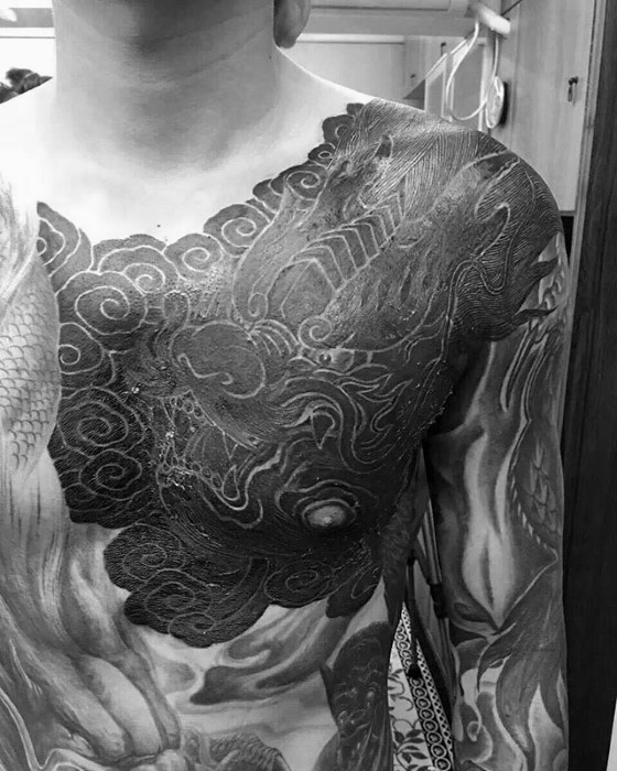 40 Dragon Chest Tattoo Designs für Männer - Mythische Monstertinte Ideen
