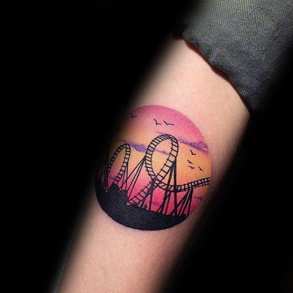 30 Achterbahn Tattoo Designs für Männer - Fahrgeschäft Ideen