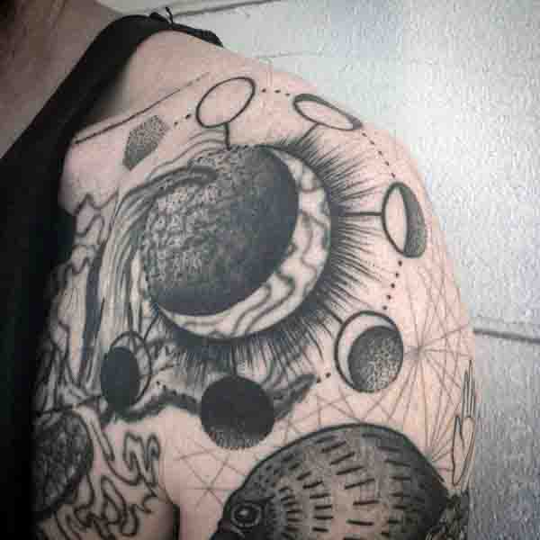 90 Mond Tattoos für Männer - Schiff des Lichts auf dem Meer der Nacht