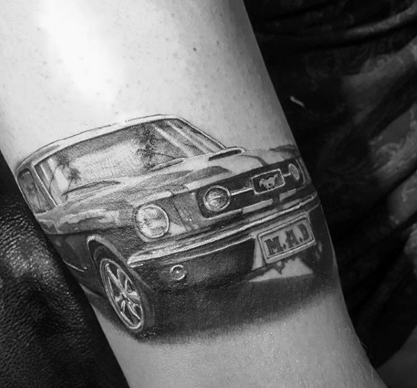 40 Mustang Tattoo Designs für Männer - Sport Car Ink Ideen