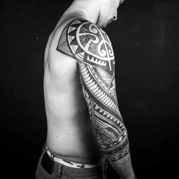 40 polynesische Ärmel Tattoo Designs für Männer - Tribal Ink Ideen