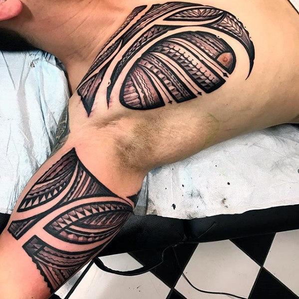 70 Sick Tribal Tattoos für Männer - Cool Masculine Design-Ideen