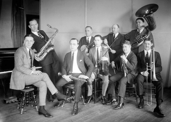 Frisuren der 1920er Jahre für Männer - noble Schnitte mit einem Hut gekrönt