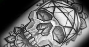 30 Ikosaeder Tattoo Designs für Männer - Geometrische Form Tinte Ideen