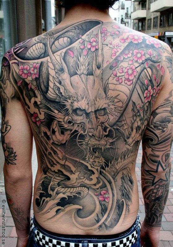 60 Dragon Zurück Tattoo Designs für Männer - Atem der Macht