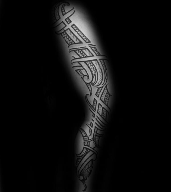 30 Tribal Thigh Tattoos für Männer - Manly Ink Ideen