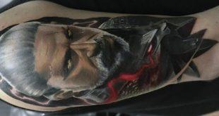 30 Geralt Tattoo-Designs für Männer - Witcher Ink Ideen