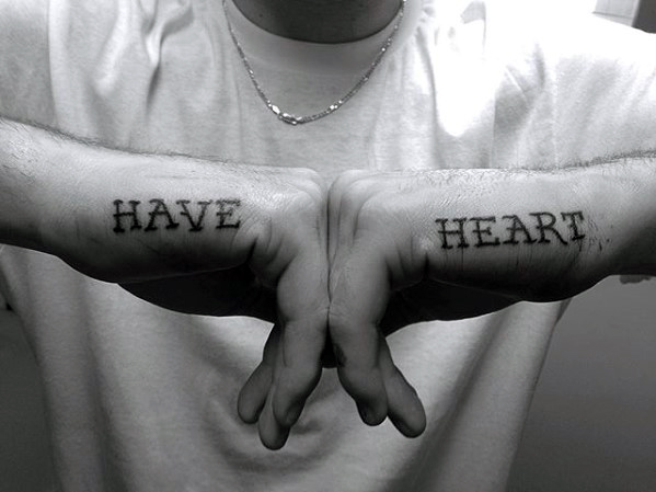 60 kleine Hand Tattoos für Männer - Masculine Ink Design-Ideen