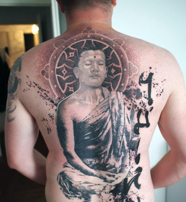 40 Dharma Wheel Tattoo-Designs für Männer - Dharmakakra-Tinte Ideen