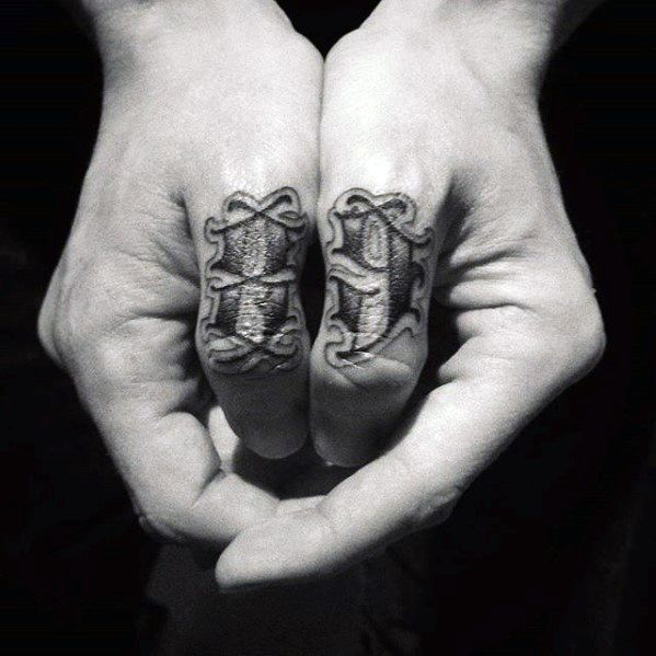 70 einfache hand tattoos f r m nner cool ink design. Black Bedroom Furniture Sets. Home Design Ideas