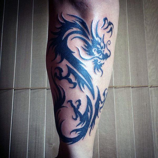 60 Tribal Dragon Tattoo Designs für Männer - antike mythologische Ideen