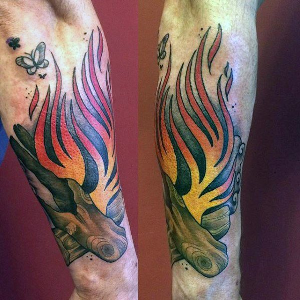 50 Lagerfeuer Tattoo-Designs für Männer - Great Outdoors Ink Ideen