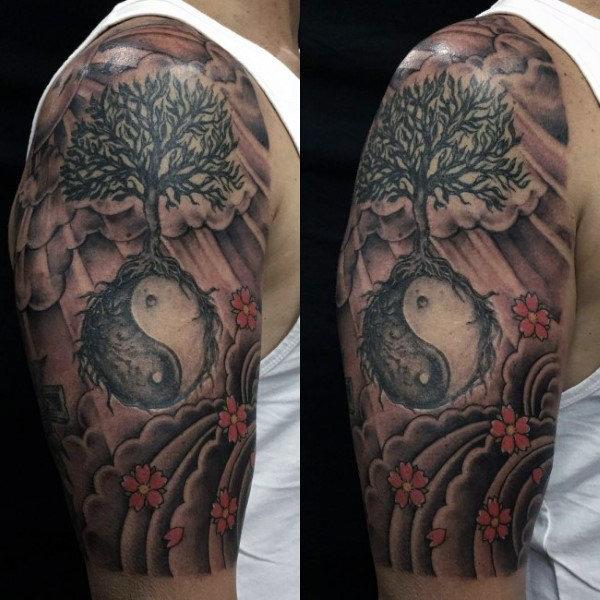 60 Yin Tang Tattoos für Männer - kontrastierende chinesische Designs