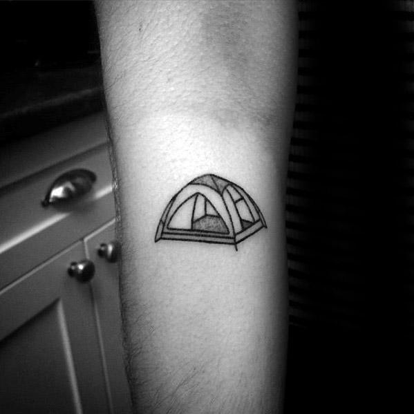 50 Zelt Tattoo Designs für Männer - tolle Ideen für den Außenbereich