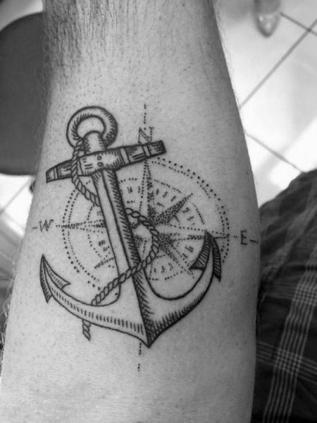 50 kleine Kompass Tattoos für Männer - Navigation Ink Design-Ideen