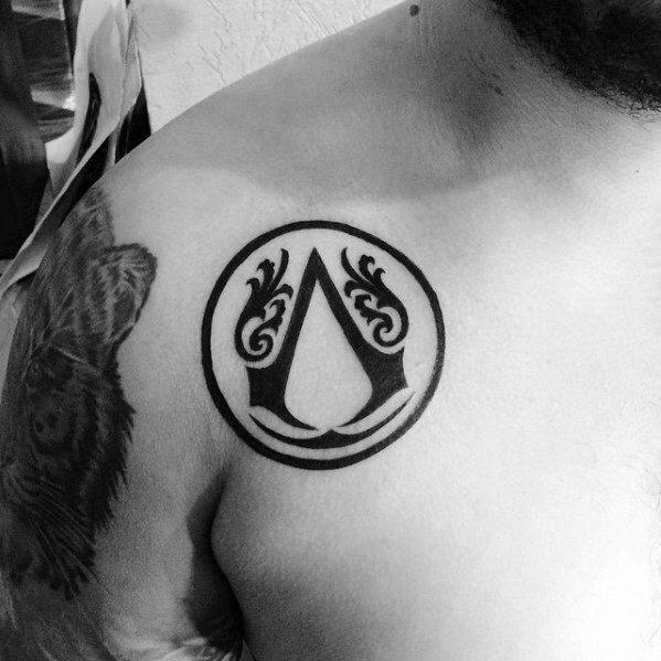 60 Assassins Creed Tattoo Designs für Männer - Videospiel-Tinten-Ideen