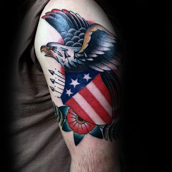 50 traditionelle Adler Tattoo Designs für Männer - Old School-Ideen