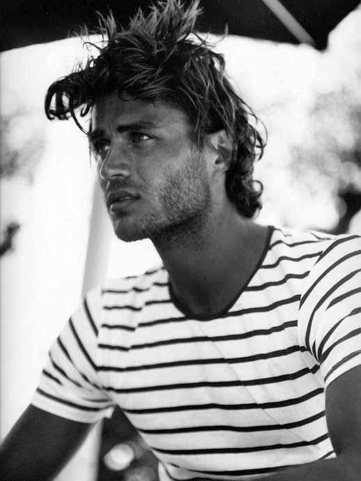 Surfer Hair für Männer - 50 Beach inspirierte Herren Frisuren