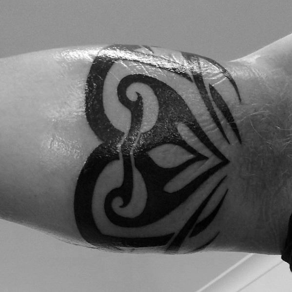 50 Tribal Armband Tattoo Designs für Männer - Maskulin Ink Ideen