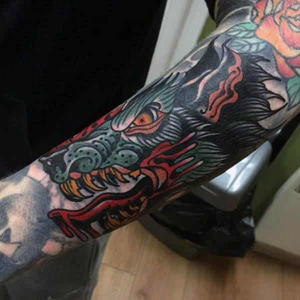 100 Neo traditionelle Tattoo-Designs für Männer - raffinierte Tinte Ideen