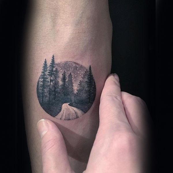 60 Unterarm Baum Tattoo Designs für Männer - Forest Ink Ideen